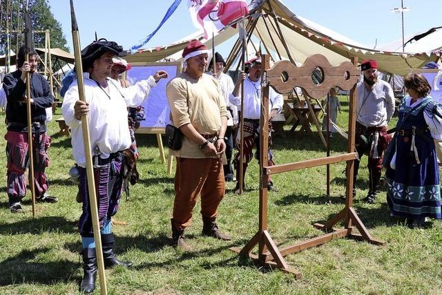 Kanonenböller und Gelage im historischen Feldlager