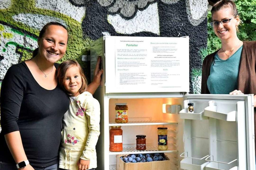 Der Kühlschrank zum Speisen teilen, de...was auch die vierjährige Loana freut.   | Foto: Markus Zimmermann