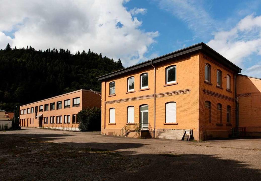 Neben einigen kleineren Gebäuden &#821... Uhingen auch eine riesige Lagerhalle.  | Foto: Gabriele Zahn