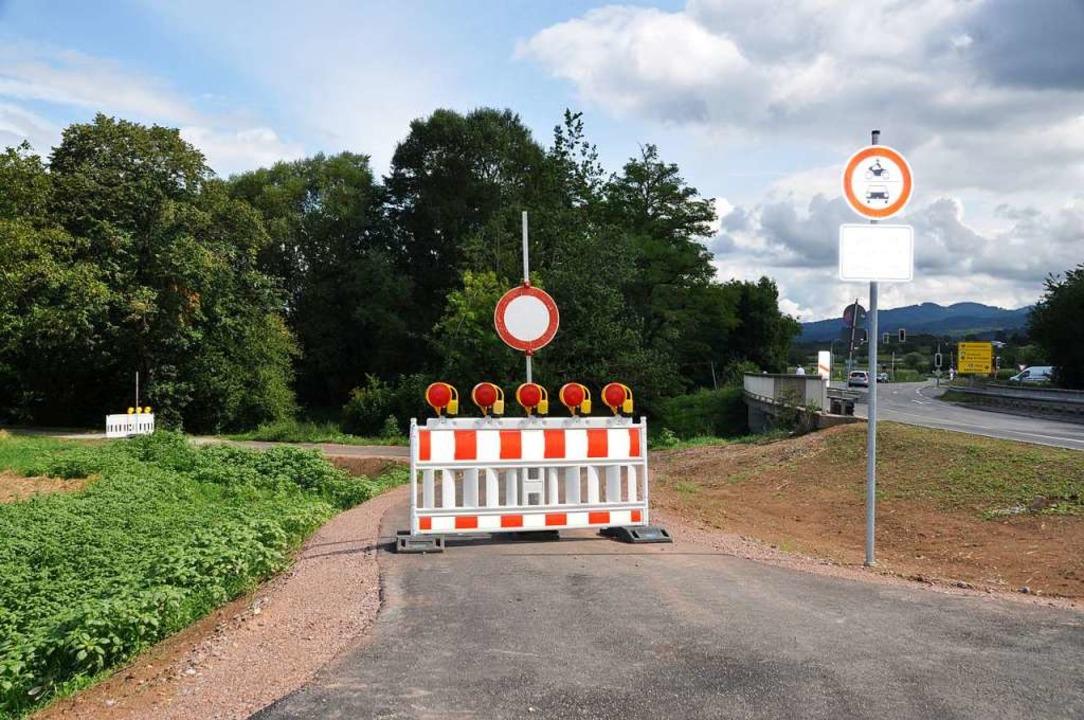 Der Zugang zum Wanderweg am Neumagen bleibt noch bis September gesperrt.  | Foto: Rainer Ruther