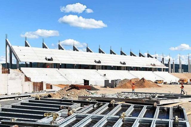 Die Osttribüne des neuen Freiburger SC-Stadions steht bereits