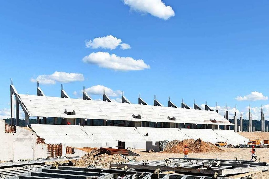 Die Osttribüne des neuen SC-Stadions im Freiburger Wolfswinkel ist zu großen Teilen fertig. (Foto: Rita Eggstein)