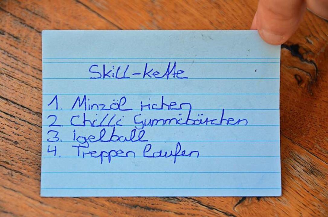 Die einzelnen Schritte, die ihr in Extremsituationen helfen sollen.   | Foto: Hannah Fedricks Zelaya