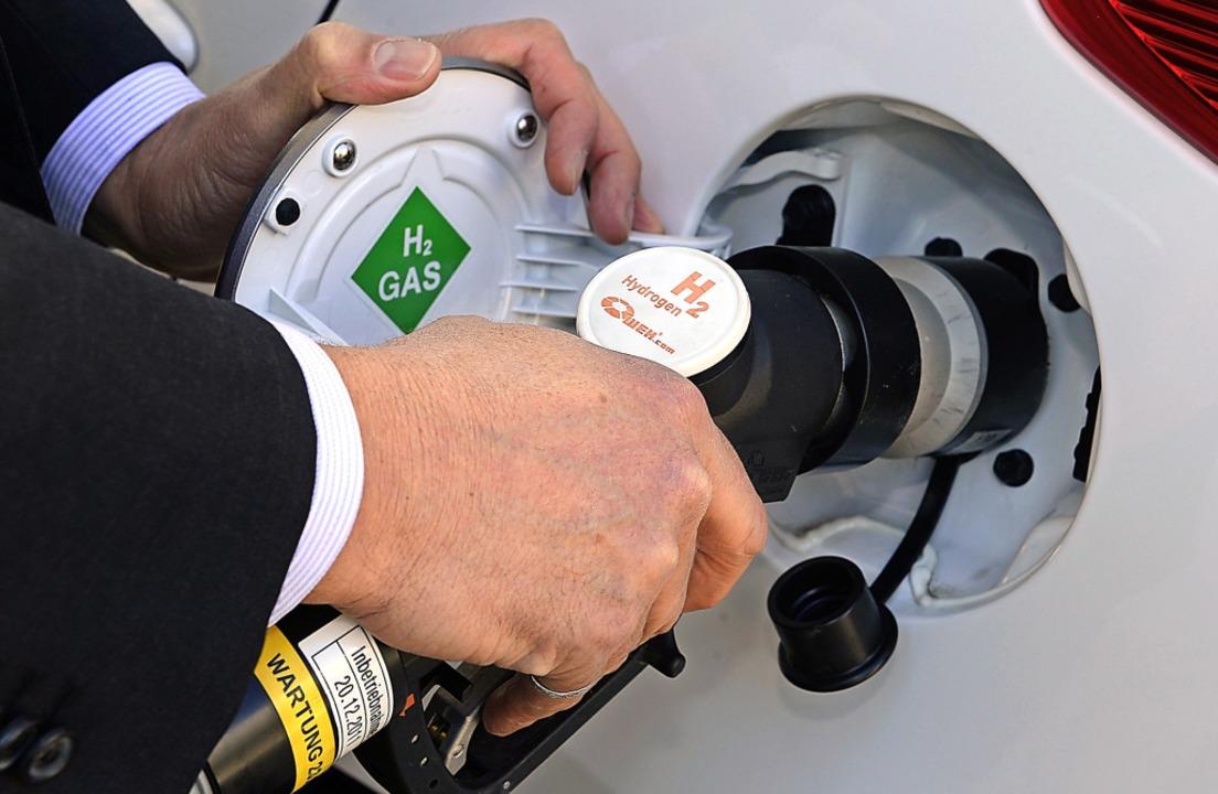 Der Wasserstofftank ist in wenigen Min...und reicht bis zu 700 Kilometer weit.   | Foto: Ingo Schneider