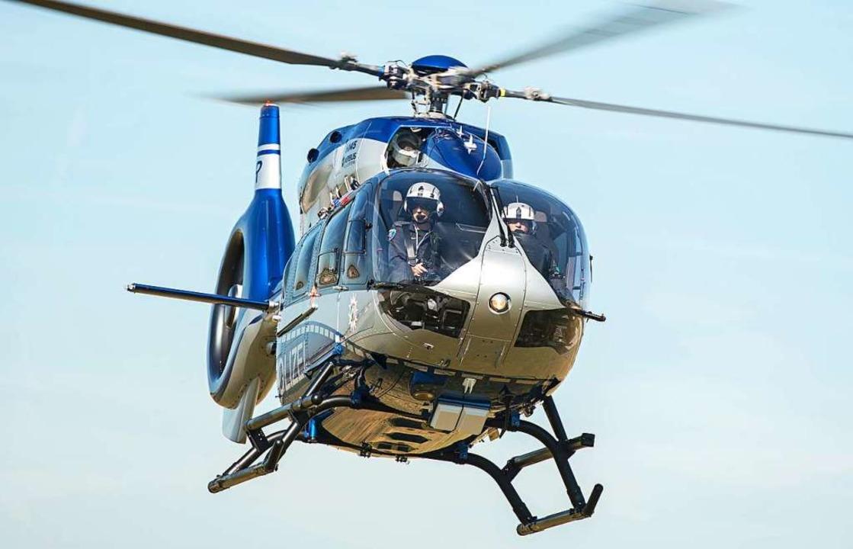 Ein Hubschrauber der Polizei ist an der Suche beteiligt. (Symbolbild)  | Foto: Wolfram Kastl