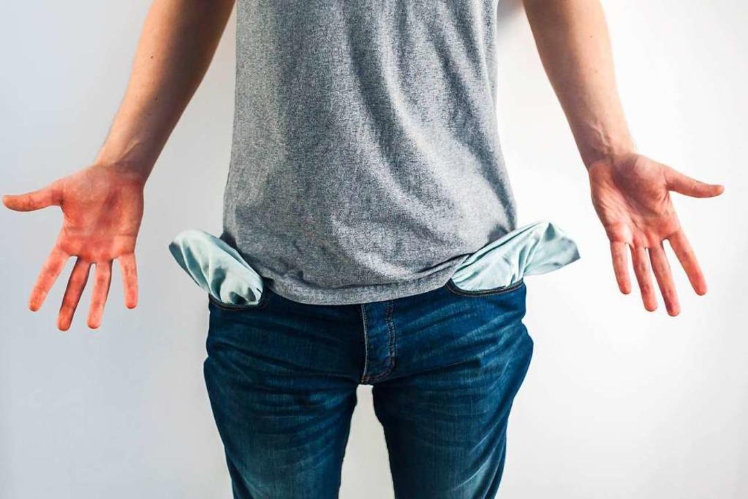 Was tun, wenn sich der Schuldenberg immer weiter anhäuft?    Foto: Taras Muroslavovuch (Adobe Stock)