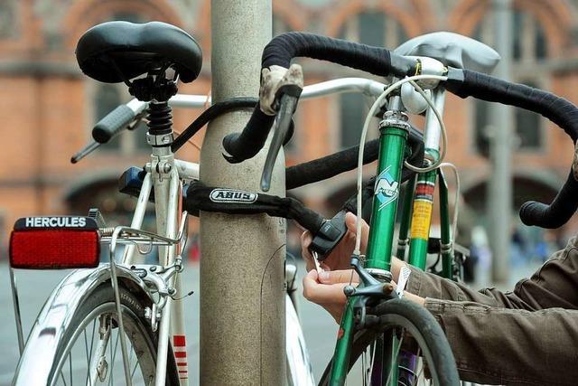 Fahrrad am Bahnhof in Hausen mutwillig demoliert