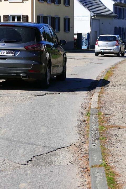 Dringend sanierungsbedürftig: Die L123 in Münstertal  | Foto: Frank Schoch