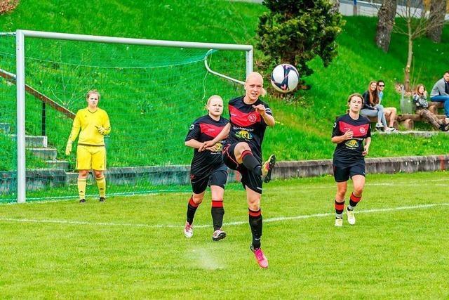 Niederhofer Fußballerinnen starten freiwillig eine Spielklasse tiefer