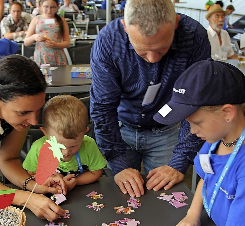 Auch das gemeinsame Puzzeln gehörte zu...merferienbetreuung organisiert haben.   | Foto: Endress+Hauser