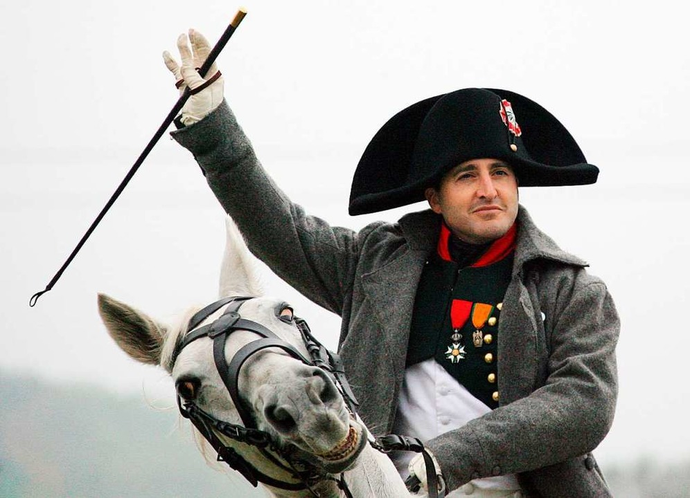 Kaiser Napoleon bei einer nachgestellten Schlacht bei Jena.  | Foto: Z1020 Martin Schutt