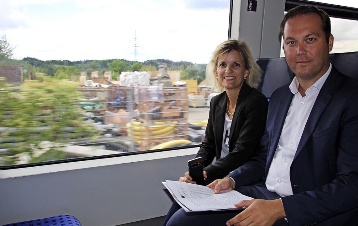 Fast wie die Pendler: Die verkehrspoli... Ort ein Bild über die Hochrheinbahn.   | Foto: Oldenburg, Kai