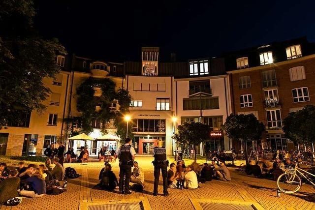 Vollzugsdienst geht gegen die Lärmbelastung am Lederleplatz in Freiburg vor
