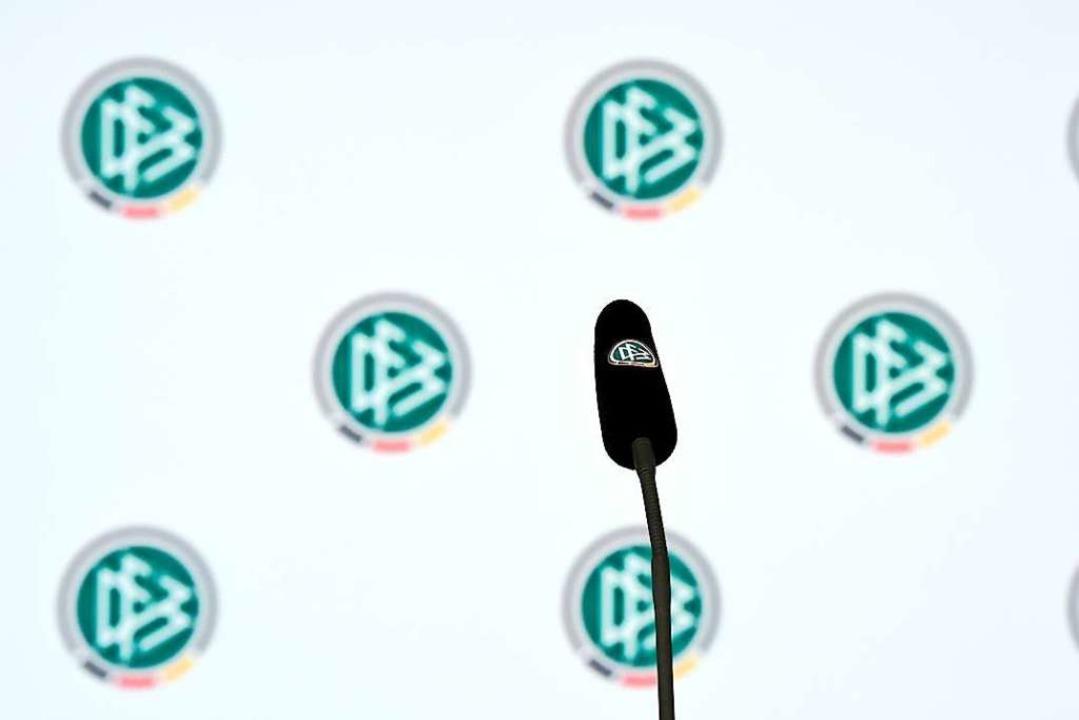 Noch ist der Platz hinterm Mikrofon in... seiner Wahl zur neuen Aufgabe äußern.    Foto: Arne Dedert