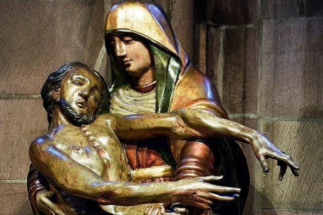 Im Freiburger Münster ist Maria an vielen Stellen zu finden