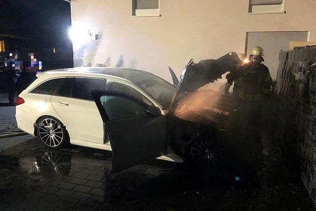 Polizei geht bei brennendem Mercedes in Kippenheim von Brandstiftung aus
