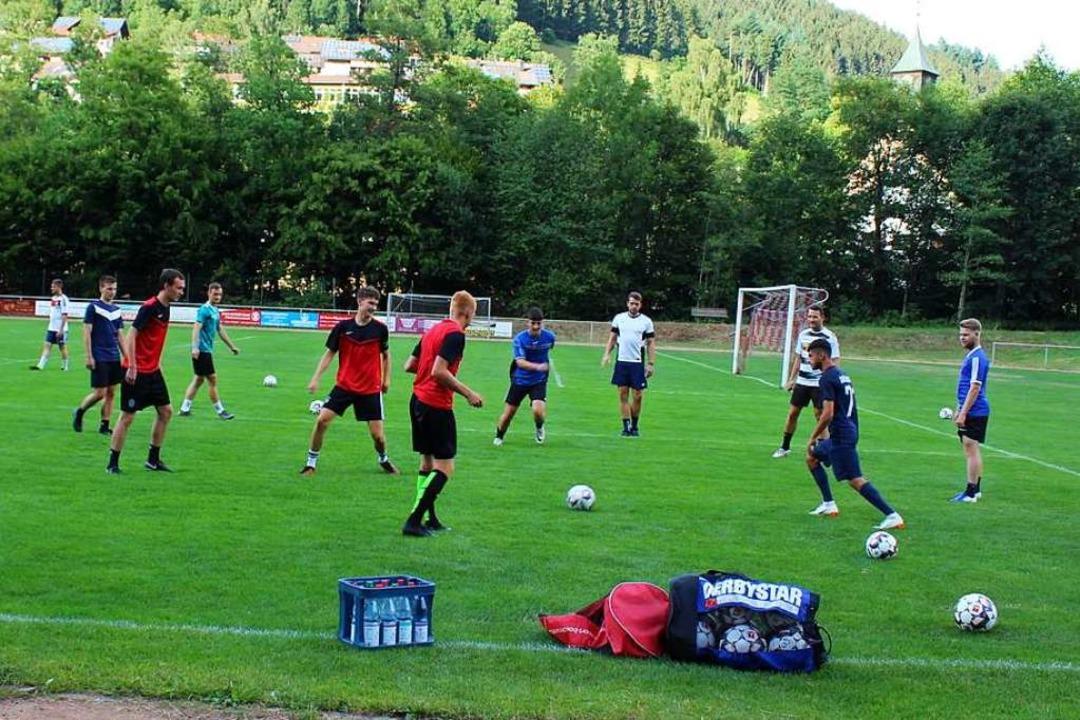 Beim Training auf dem Platz der Sportfreunde Obersimonswald   | Foto: Karin Heiß