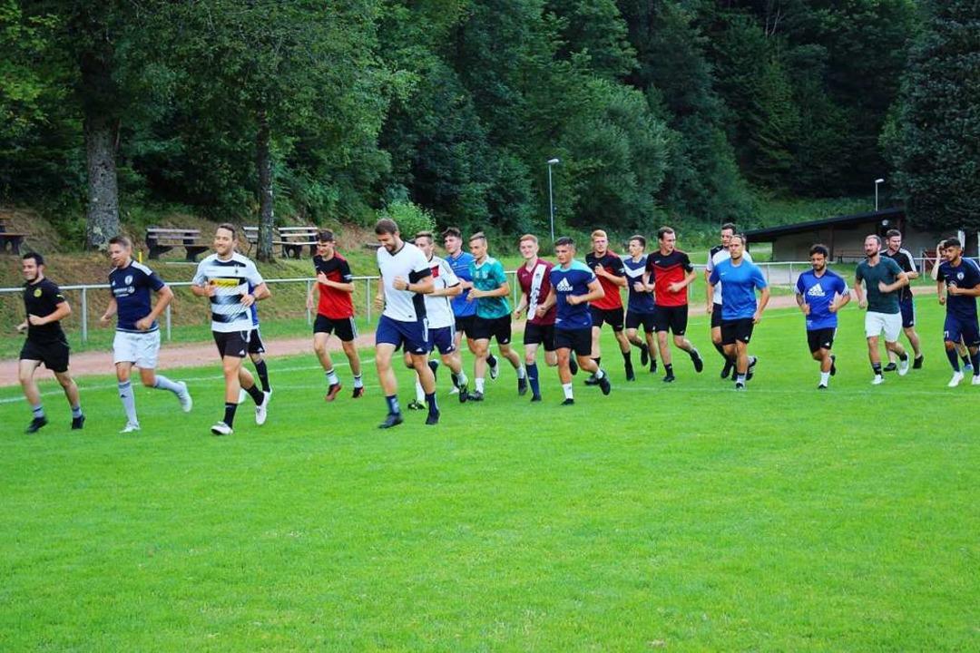 Die Spieler der Ersten Mannschaft der ... Platz der Sportfreunde Obersimonswald  | Foto: Karin Heiß