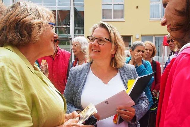 Bundesumweltministerin Svenja Schulze spricht in Kirchzarten über Klimaschutz