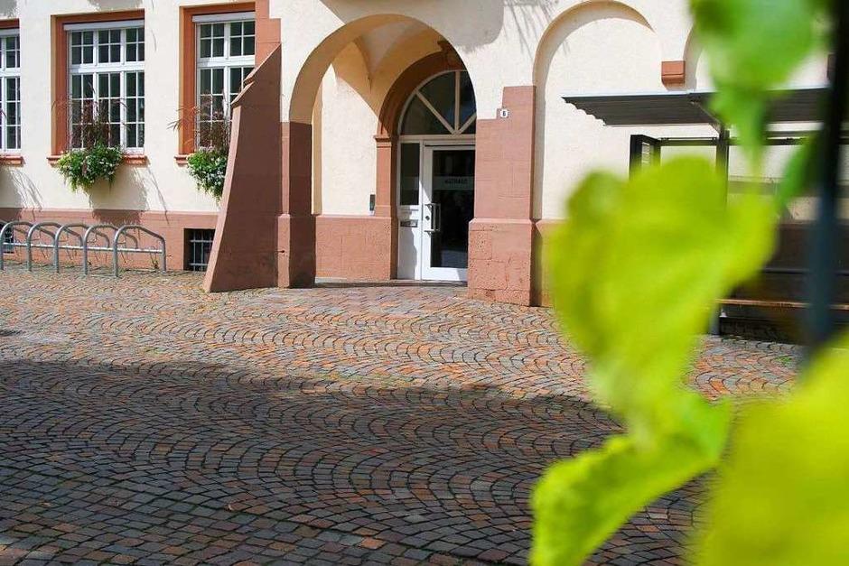 Zu sehen ist das Rathaus in Binzen an einem sonnigen Vormittag. (Foto: Clemens Zimmermann)