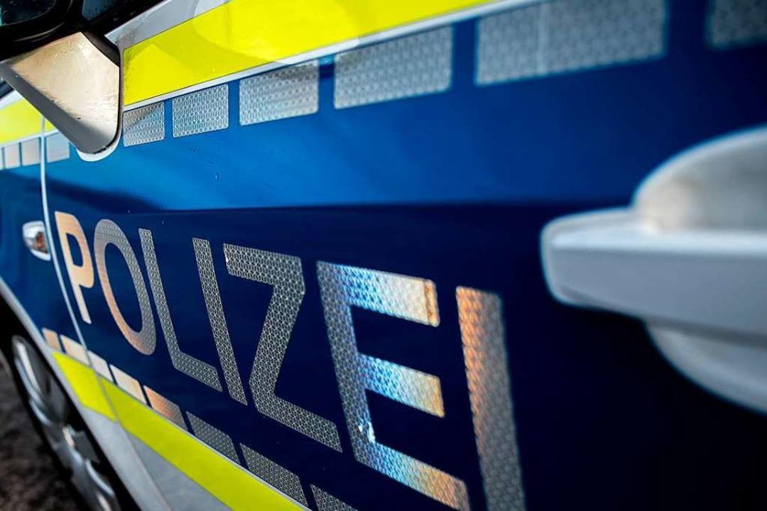 Die Polizei sucht nach einem unbekannt...in Smartphone geraubt hat. Symbolbild.  | Foto: abr68 - stock.adobe.com