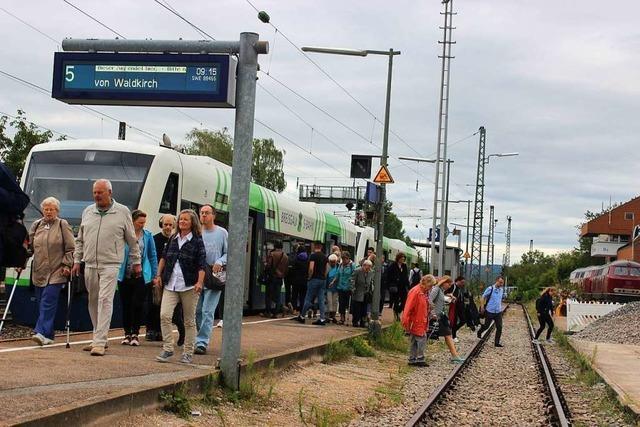 So erleben die Fahrgäste den Schienenersatzverkehr auf der Elztalbahn