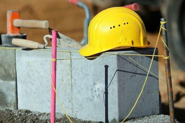 Mann stiehlt Maschinen von einer Baustelle in Brühl und wird festgenommen