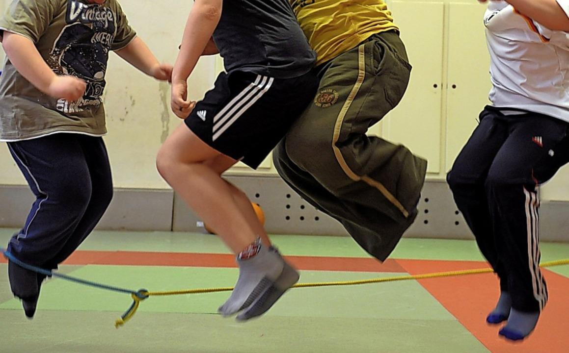 Eine Sporthalle steht weiterhin ganz o...l der Bernauer Vereine  (Symbolbild).   | Foto: Waltraud Grubitzsch (dpa)
