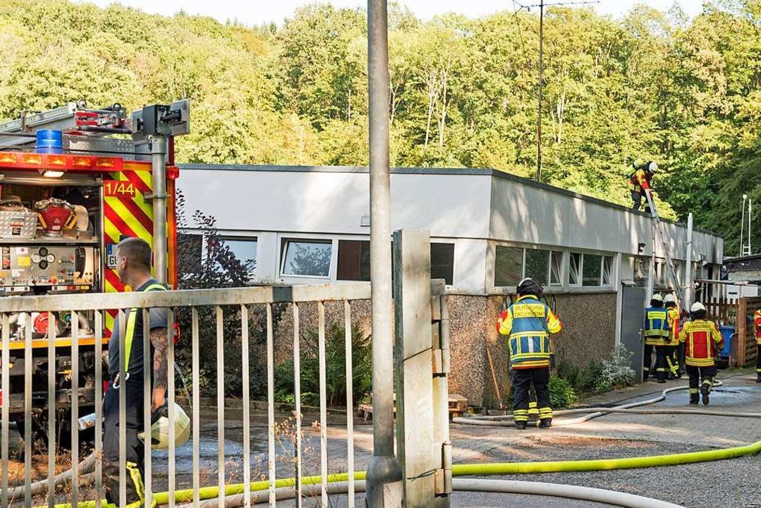 Die Feuerwehren aus Gundelfingen und G...ten den Brand schnell unter Kontrolle.  | Foto: Helmut Rothermel