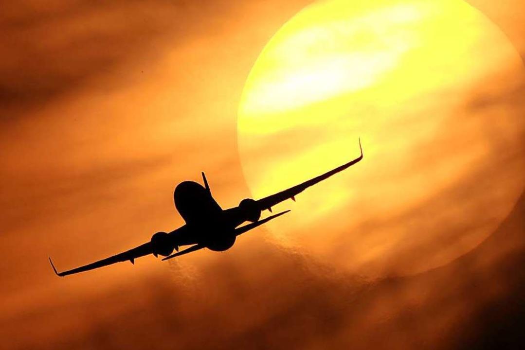 Um durch den Verzicht aufs Fliegen CO2...e verzichten, nicht innerhalb Europas.  | Foto: Julian Stratenschulte (dpa)