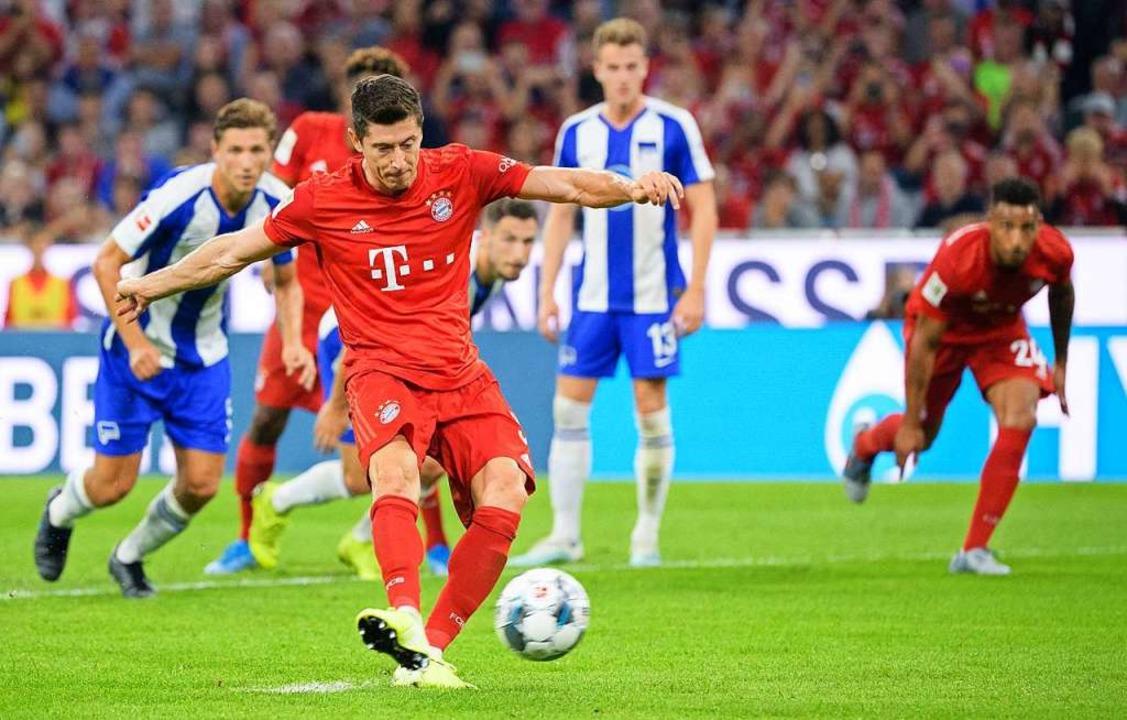 Saisoneröffnung: Der FC Bayern spielte am Freitagabend gegen Hertha BSC.    Foto: Matthias Balk (dpa)