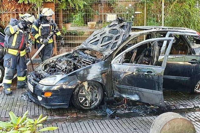 In Lahr brennt ein Auto aus - wohl keine Brandstiftung