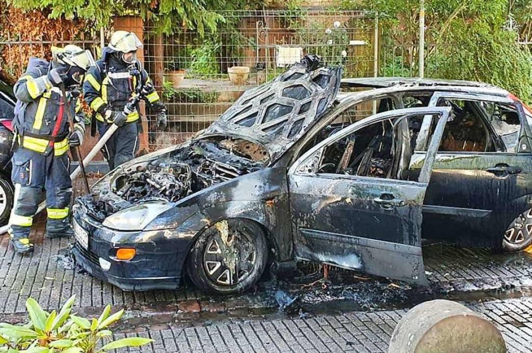 Das ausgebrannte Auto  | Foto: Karl ovacs
