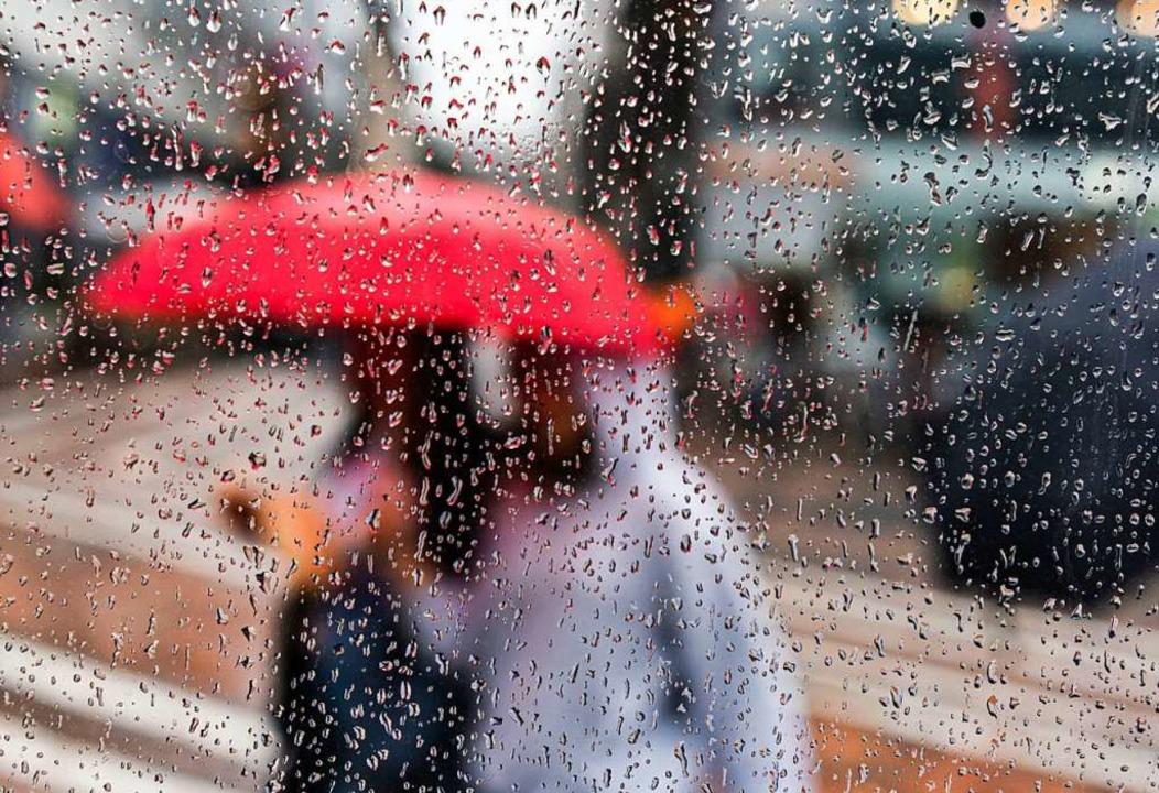 Trotz einiger durchwachsener Tage im A...sagt der Deutsche Wetterdienst voraus.    Foto: Frank Rumpenhorst (dpa)