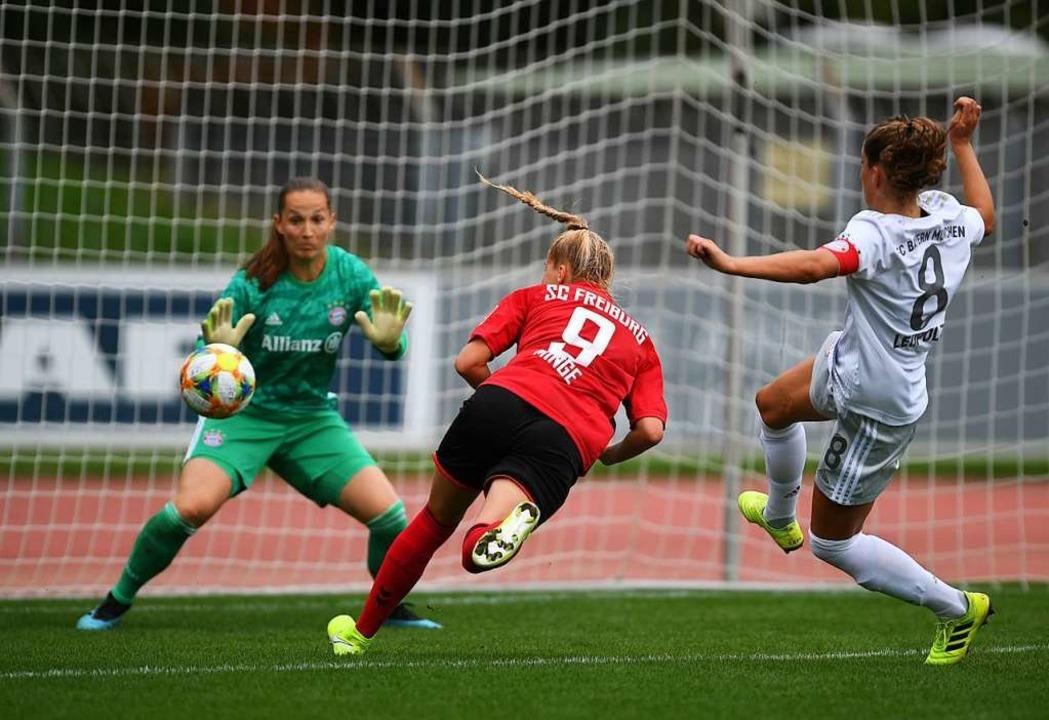 Janina Minge (#9) erzielt das zwischenzeitliche 1:1.  | Foto: Patrick Seeger