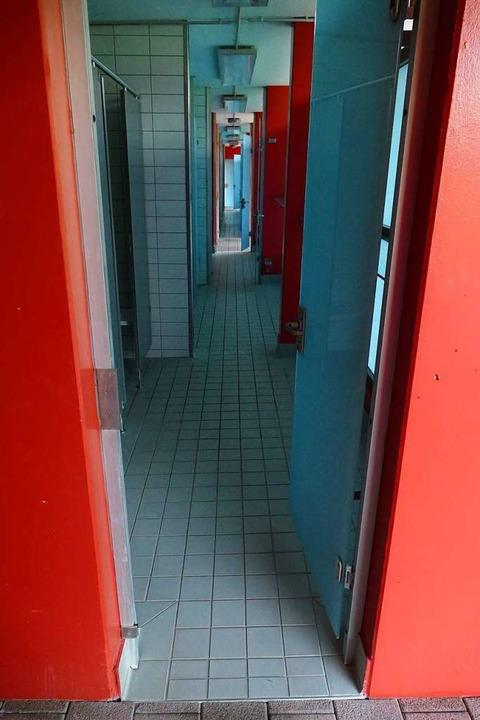 Schon vor dem Ende der Badezeit beginn... Bads inklusive der sanitären Anlagen.  | Foto: Peter Gerigk