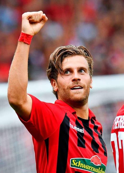 Höler bejubelt seinen Treffer zum 1:0.  | Foto: THOMAS KIENZLE (AFP)