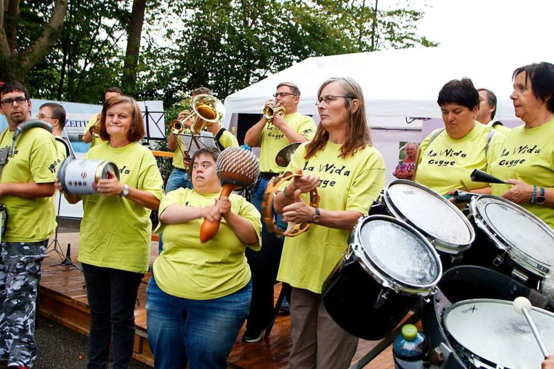 Die Guggenmusik La VVida der Lahrer We...r nicht die Freude am Auftritt rauben.  | Foto: Heidi Fößel