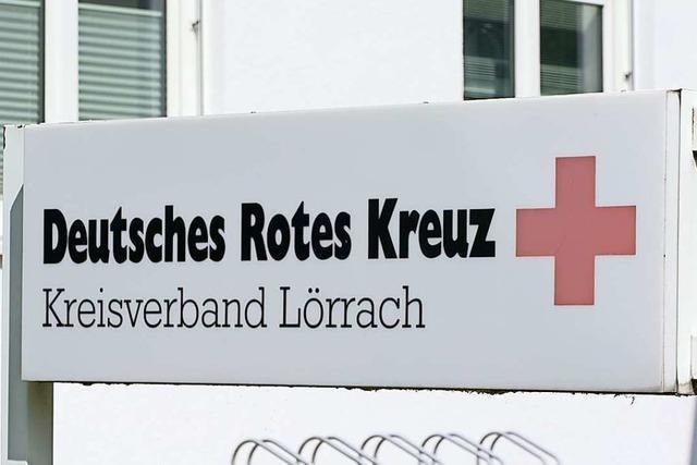 Senioren besuchen die Leitstelle des Roten Kreuzes in Lörrach