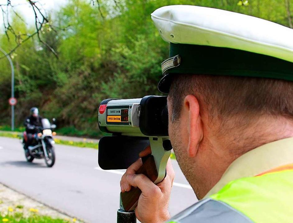 Mit Kontrollen will die Polizei gegen Raser im Schwarzwald vorgehen.  | Foto: A3446 Patrick Seeger