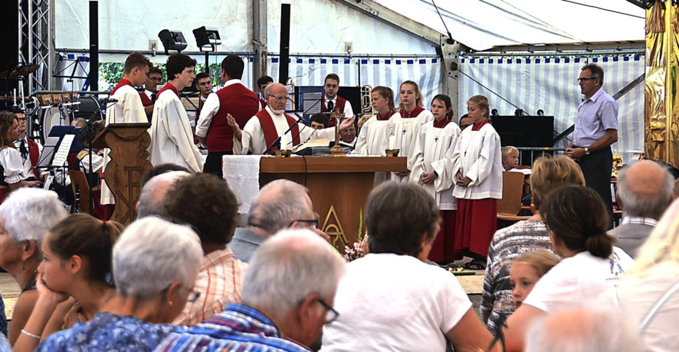 Auch der  Zeltgottesdienst mit Pfarrer...bi in Niederrimsingen war gut besucht.  | Foto: Hans-Jochen Voigt