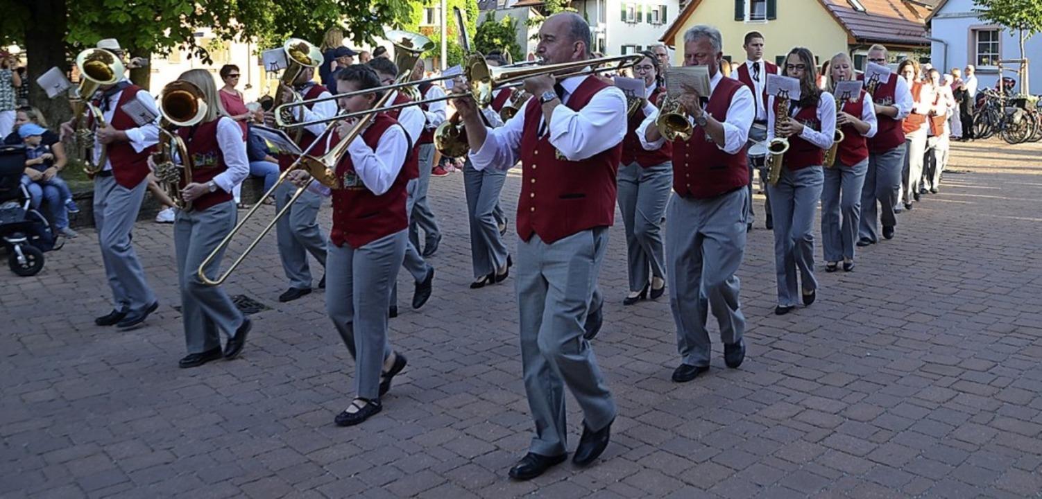 Der Musikverein beim Festumzug    Foto: Roland Vitt