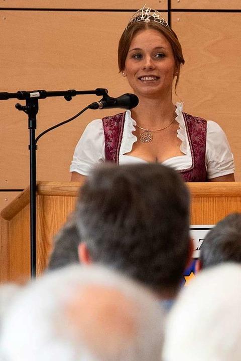 Weinprinzessin Jessica Himmelsbach freute sich über die gläserne Produktion.  | Foto: Volker Münch