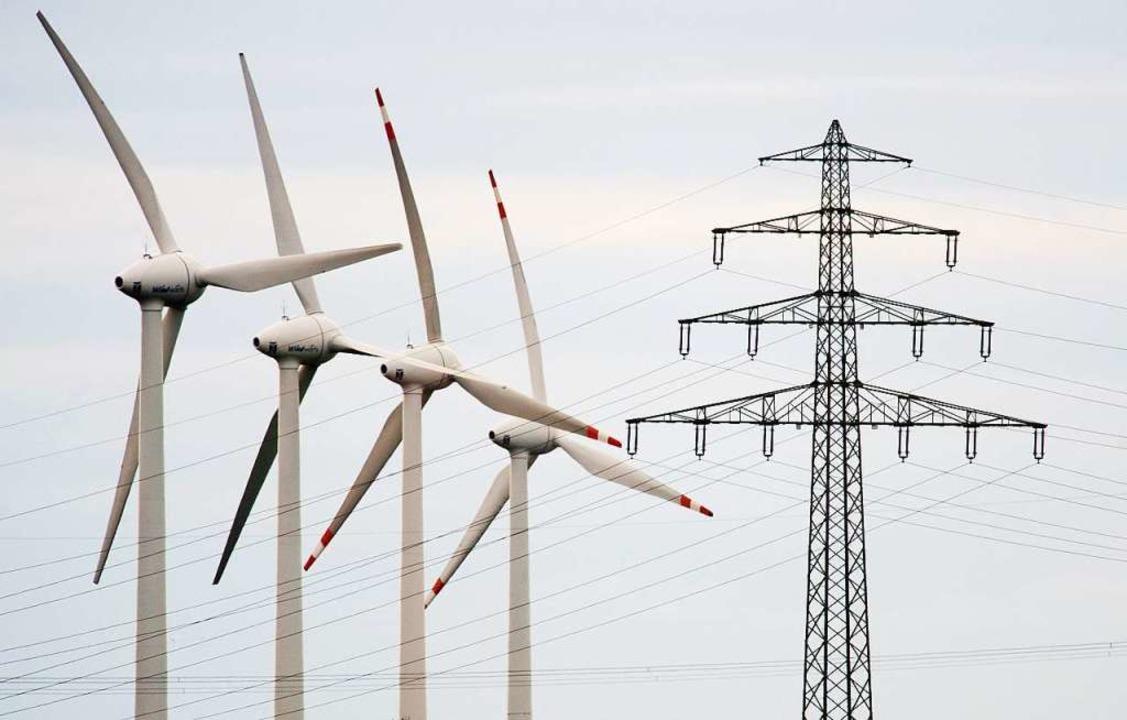 Windkraftwerke gehören zu den wichtigsten Quellen erneuerbarer Energien.   | Foto: Julian Stratenschulte (dpa)