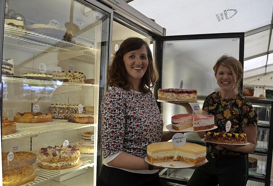 Jede Menge Kuchen und Torten    Foto: Liane Schilling