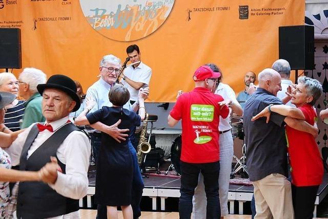 Taxidancer Siegfried Fischer aus Weil am Rhein brachte in Basel die Frauen zum Tanzen
