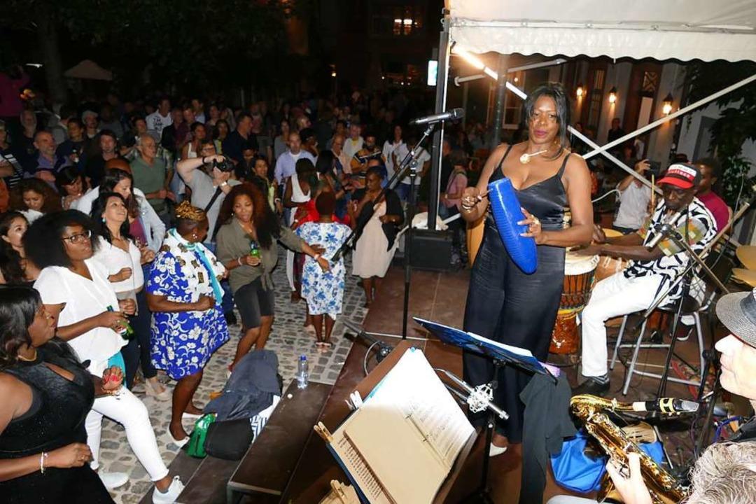 Raymaluz mit Ritmo Jazz Group auf dem Andreasplatz    Foto: Peter Gerigk