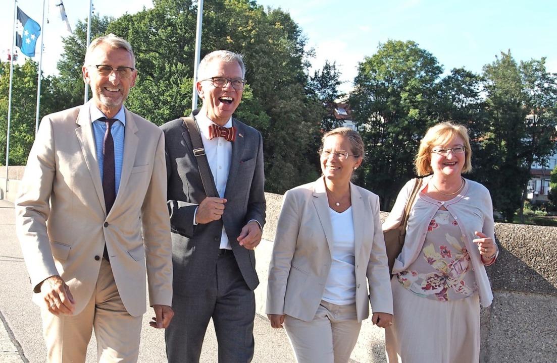 Paul R. Seger, Schweizer Botschafter i...ziergang zwischen beiden Rheinfelden.   | Foto: Boris Burkhardt