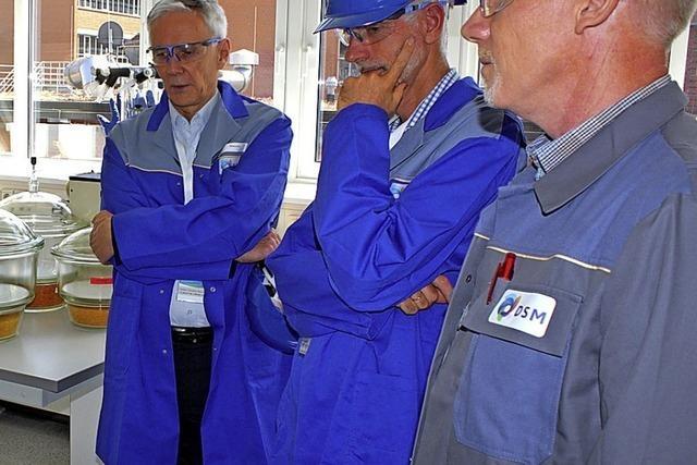 Landesbischof besucht Chemiefabrik