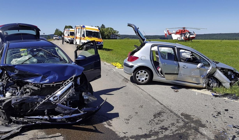 Fünf Personen wurden bei einem Unfall ...am Sonntagnachmittag schwer verletzt.     Foto: Kamera 24